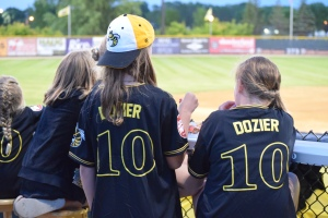 Young Willmar Stingers fans enjoying the game and food on Hunter Dozier jersey night