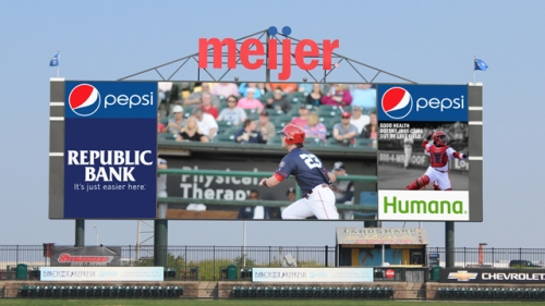 louisville-bats-add-second-videoboard